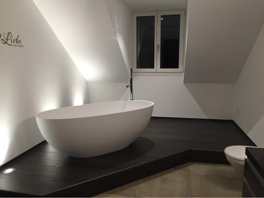 Freistehende Badewanne Piemont Medio aus Mineralguss – Weiss glänzend