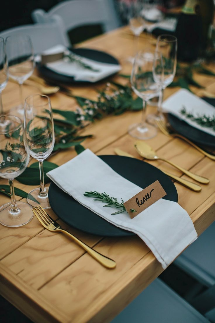 24 Best Tischdeko für Weihnachten images in 2019 | Christmas table settings, Table decorations, Chri