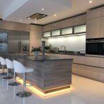 50 Stunning Modern Kitchen Design Ideas - HOMYHOMEE