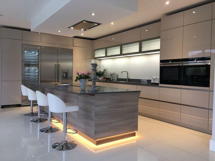 50 Stunning Modern Kitchen Design Ideas – HOMYHOMEE