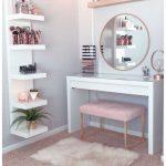 53 der besten Make-up-Eitelkeiten und Koffer für ein stilvolles Schlafzimmer 21 - https://pickndecor.com/dekor