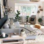 67 inspirierende, moderne Wohnzimmerdekorationsideen für kleine Apartments, die Ihnen gefallen werden 67 - https://pickndecor.com/dekor
