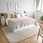 A beautiful gray pink and white bedroom by p ...- Ein wunderschönes graues rosa...