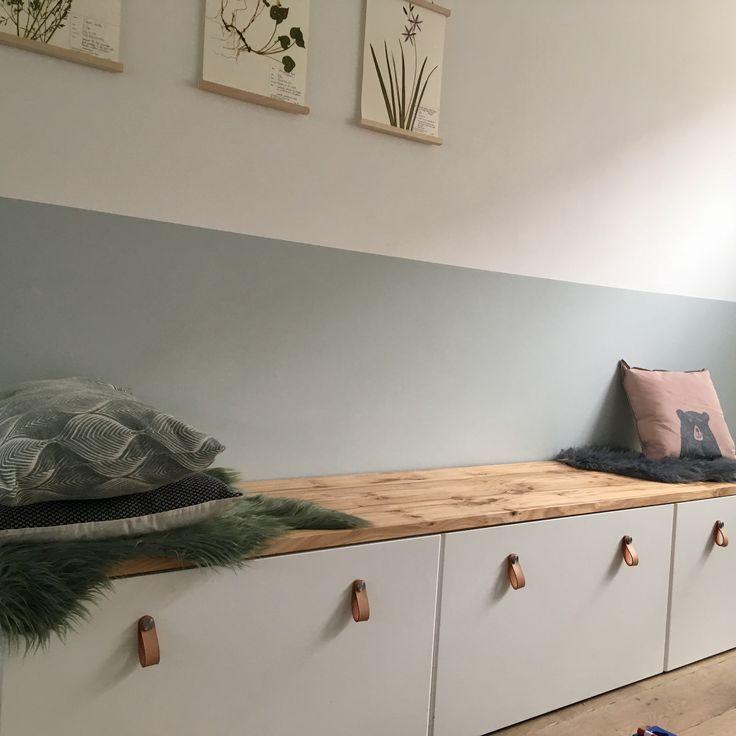 Aufbewahrung Stuvabank (Ikea) + Holzregal (Tafelboom Utrecht) – – #kinderzimmer – Holz DIY Ideen – https://bingefashion.com/haus