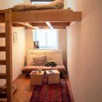 Cette chambre partagée confortable est un lieu de détente. La petite pièce sera …