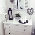 Commode blanche – #blanc # commode #zuhausedekoration Commode blanche – #blanc #c … - bingefashion.com/fr