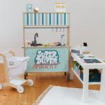 Die Geschenkidee für Kleinkinder. #kitaräume Verwandle die IKEA Kinderküche i...