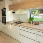 EWE Küche mit Blick in den Garten. Architektur by dominikpetz.at               ...