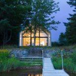 Ein Ferienhäuschen nennt ein Lakeside Forest Clearing Home - Haus Styling