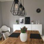 Esszimmerlampe und Tischläufer und graue Wandfarbe: skandinavisch …- Esszimm …