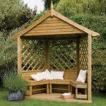 Gartenlaube aus Holz - der Gartenpavillon wird zum Blickfang