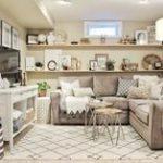 Gemütliches Keller-Familienzimmer enthüllen,  #BasementBedroomsflooring #enthüllen #Gemütlich...