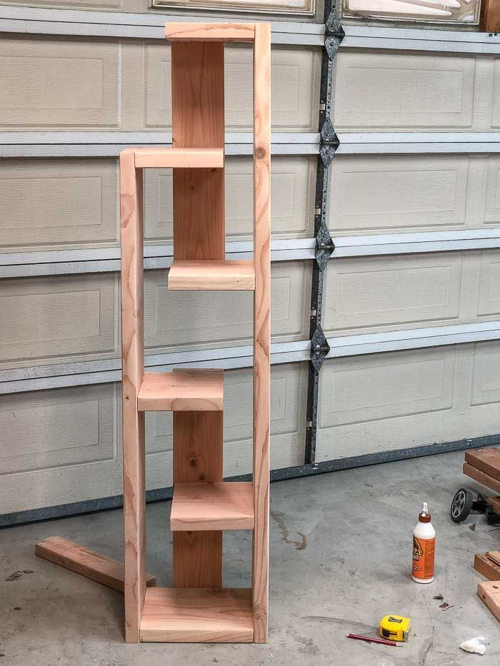 How To Build A Modern DIY Bookshelf – In 5 Steps