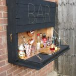 How to DIY a light-up outdoor bar using pallets & solar fairy lights - pickndecor.com/furniture