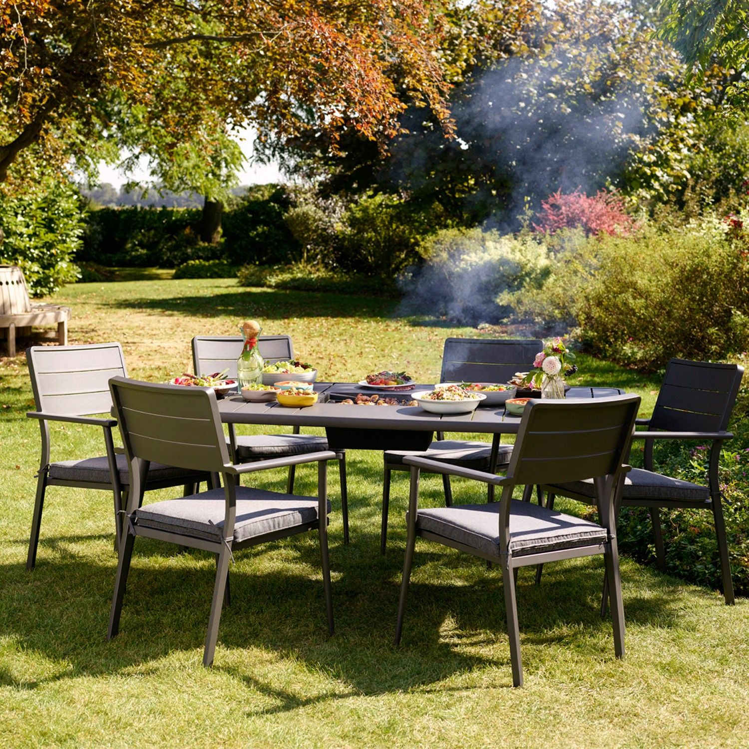 Impress your guests with the Jamie Oliver Caraway Firepit Set and cook their foo…