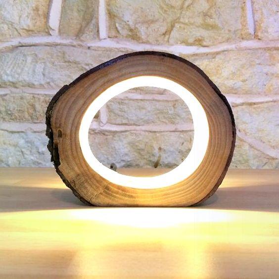 Kleine LED Log Light Tischlampe Schreibtischleuchte Echtholz Log Hollow Ungewöh…