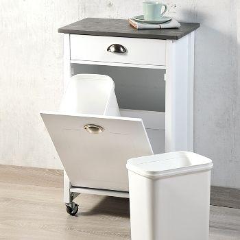 Küchenwagen mit Mülleimern Zwei herausnehmbare Abfalleimer.