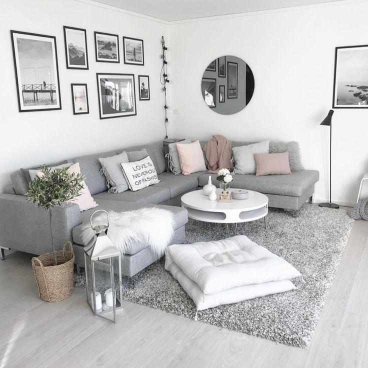 Modernes weißes und graues Wohnzimmer – GENESE WOOD – Home Decor