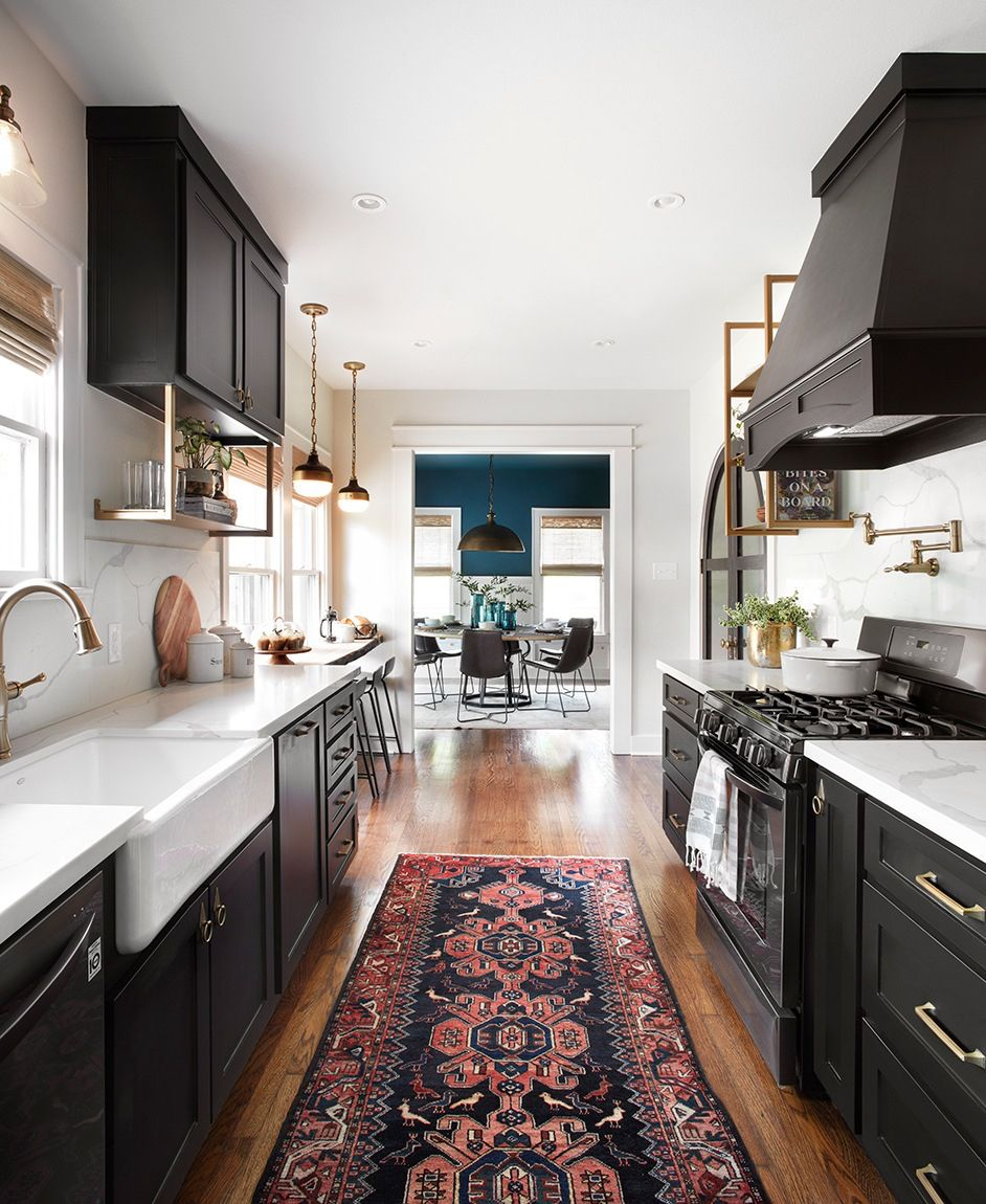Narrow kitchen style