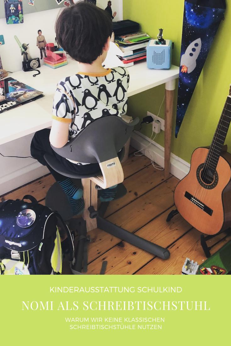 Nomi als Schreibtischstuhl – Schulkind