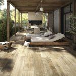 Outdoor-Deck-Ideen – Sie haben genügend Platz, um solche Liegestühle zu ermöglichen - https://pickndecor.com/haus