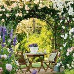 Pergola weiße Rosen  romantische Stimmung Schmiedeeisen Möbel - #mobel #pergol...