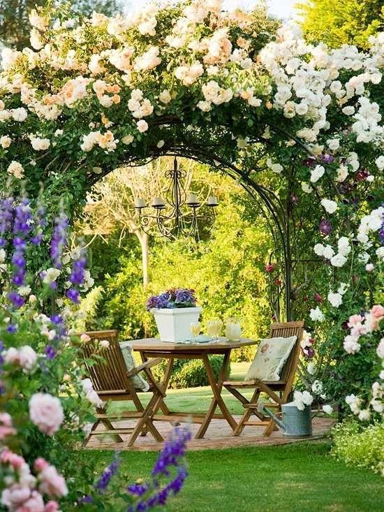 Pergola weiße Rosen  romantische Stimmung Schmiedeeisen Möbel – #mobel #pergol…