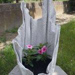 Pflanzgefäss aus alten Bettlaken und Zement