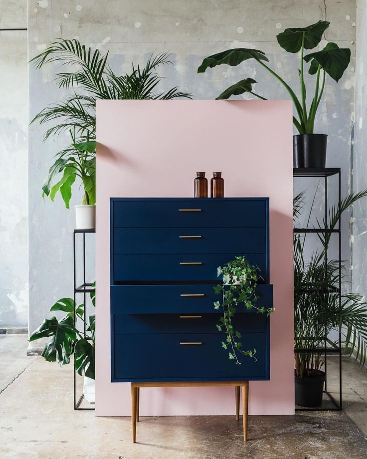 Pink wall with dark blue chest of drawers. Home Decor Inspiration Home Decor Hom… – Wohneinrichtung