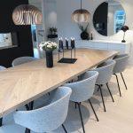 Salle à manger contemporaine, minimaliste blanche, noire, grise - bingefashion.com/interieur