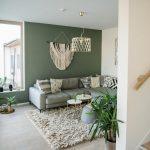 Salon avec peinture murale verte - Peinture
