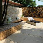 Sandfarbene Terrasse, gestaltet mit 50 x 100 cm g... - #beige #cm #gestaltet #mi...