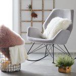 Schaukelstühle sind das neue It-Piece für dein Zuhause! 😍 Unser Schaukelstu… - bingefashion.com/dekor