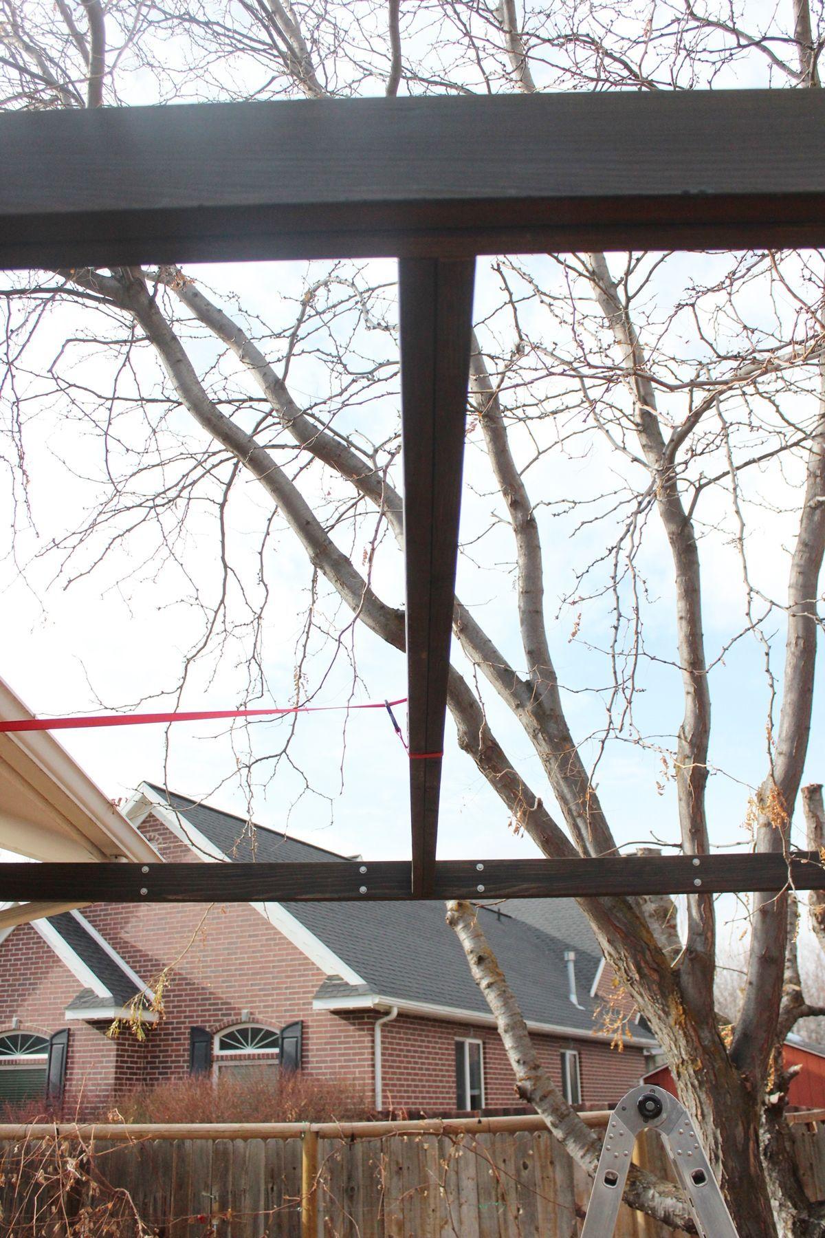 So installieren Sie moderne Pergola-Sparren ohne Halter – Haus Styling