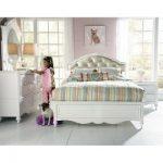 SweetHeart Princess Bedroom Set - bingefashion.com/interior