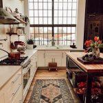 The Nordroom – Ein Vintage Industrial Barn-Haus mit einem schönen grünen Samtsofa - bingefashion.com/interior