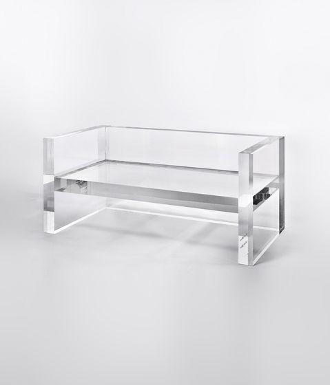 Tokujin Yoshioka bench agar pemandangan ke jendela belakang tdk terhalang, tingg…