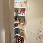 Über Eck lassen sich auch Hochrschränke in der Küche stellen. Dieser Diagonal...