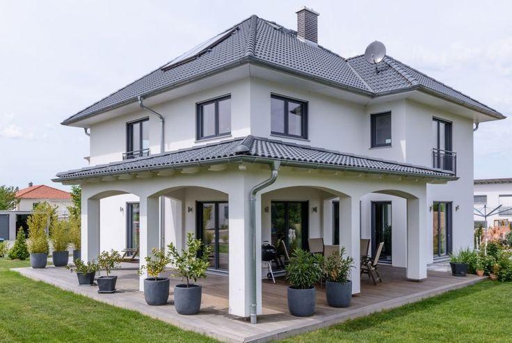 Überdachte Terrasse mit eckigen Säulen, Stadtvilla – Brian Hayes Blog