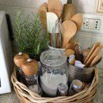 Un simple panier de rangement en fibres naturelles pour les ustensiles … - bingefashion.com/fr