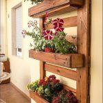 Une délicieuse jardinière murale et une palette en bois! Voici 20 idées de bricolage pour …. - https://pickndecor.com/interieur