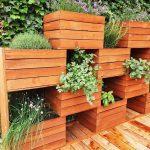 Vertikaler Garten aus Obstkisten - https://pickndecor.com/dekor