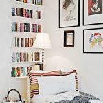 Weiße kleine Bücherregale des Konvois, Kunstfarbe knallt. Textur - Wohnzimmer Dekoration