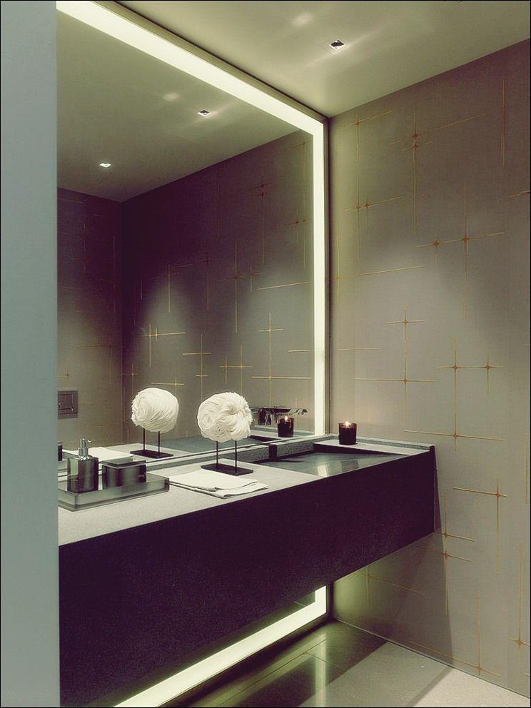 Wie man einen modernen Badezimmerspiegel mit Lichtern auswählt