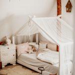 Wunderschönes Hausbett im Kinderzimmer - https://bingefashion.com/haus