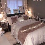niedliche Schlafzimmerideen; gemütliche Schlafzimmerideen; rosa Schlafzimmerentwürfe; Schlafzimmer für Mädchen - https://pickndecor.com/dekor