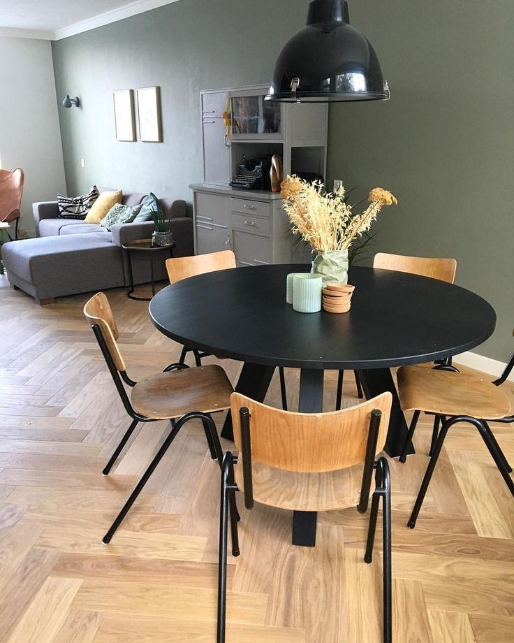 runder Esstisch runder Esstisch Holzstühle Holzstühle graue Wand graue …, #e…