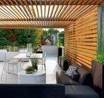 terrassenüberdachung aus holz schwarzes ecksofa weißer tisch   -  #OutdoorGard...