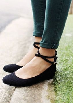 ankle strap flats - cute! great look with ankle pants. vvhtrdw