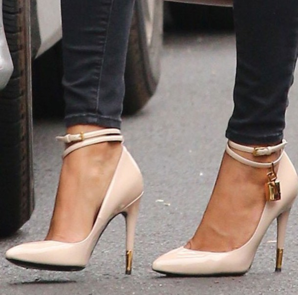 shoes valentino pumps pointed toe pumps beige heels high heels yliawhf